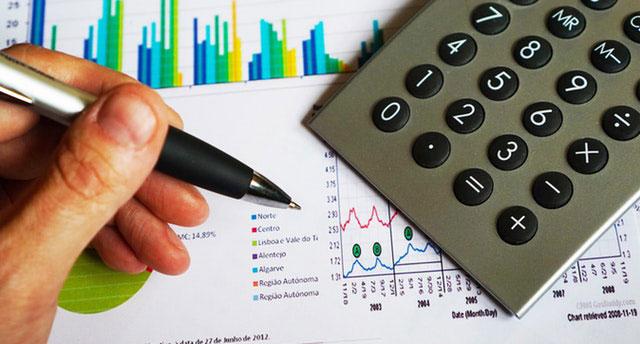 balance-business-calculator-office-pen-computation